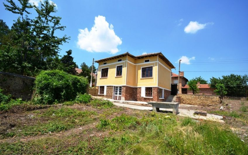 CHARMING 2-STOREY HOUSE IN THE VILLAGE OF DIMCHA