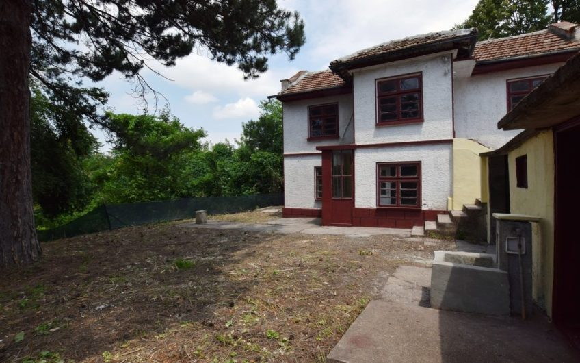 CHARMING 2-STOREY HOUSE IN THE VILLAGE OF YUPER