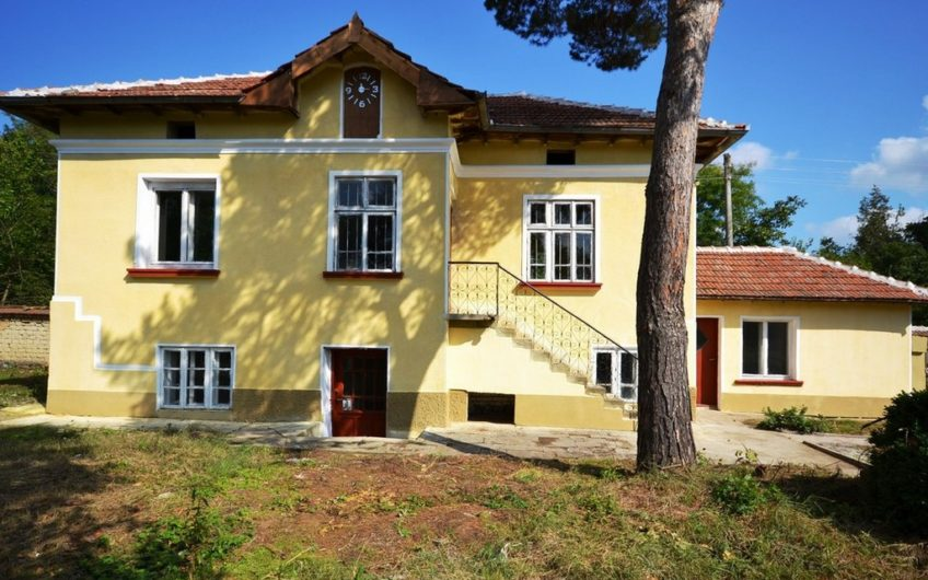 AMAZING 2-STOREY BULGARIAN PROPERTY