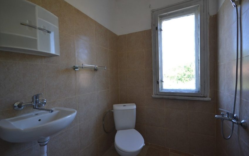 GREAT HOUSE WITH NEW WORKING BATHROOM AND TOILET