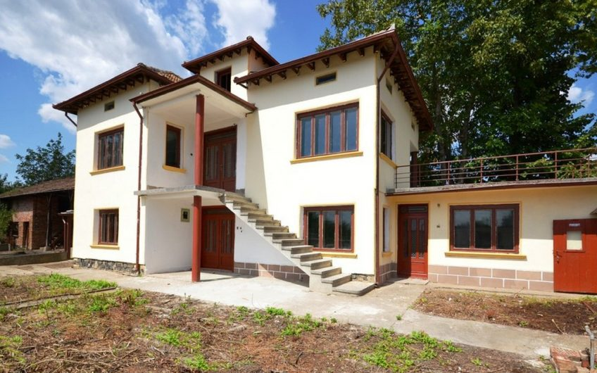 SUPERB, BIG & MASSIVE 2-STOREY HOUSE