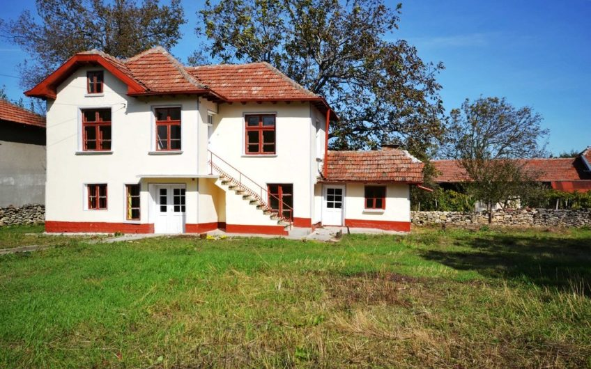 BEAUTIFUL 2-STOREY BULGARIAN HOUSE-NEARBY KRUSHUNA