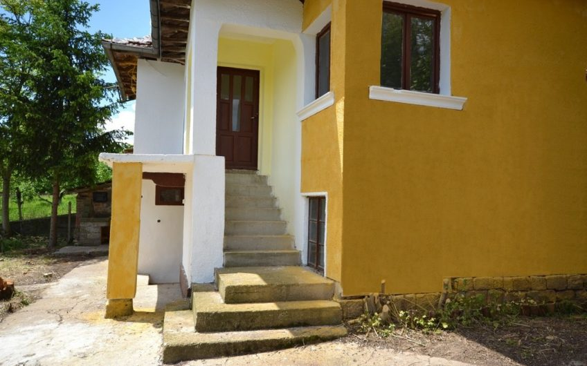 BEAUTIFUL BULGARIAN PROPERTY SITUATED IN THE VILLAGE OF STEZHEROVO