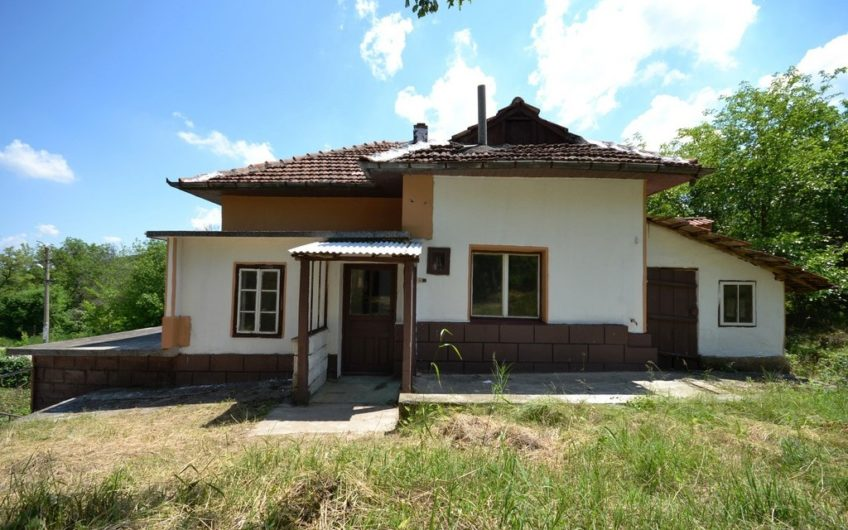 MASSIVE PROPERTY IN A WELL DEVELOPED AND PEACEFUL AREA
