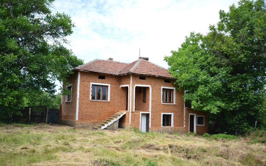 A LOVELY 2-STOREY BULGARIAN HOUSE