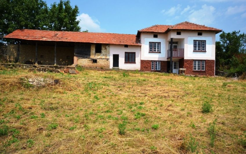 LOVELY RURAL HOUSE IN THE VILLAGE OF KOEVTSI