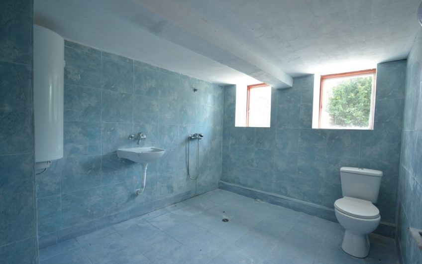 3-STOREY HOUSE – ONLY 3 MILES TO THE BEACH WITH BIG PLOT OF LAND