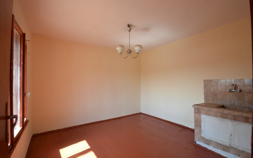 TWO-STOREY HOUSE WITH WORKING BATHROOM AND WC!!!