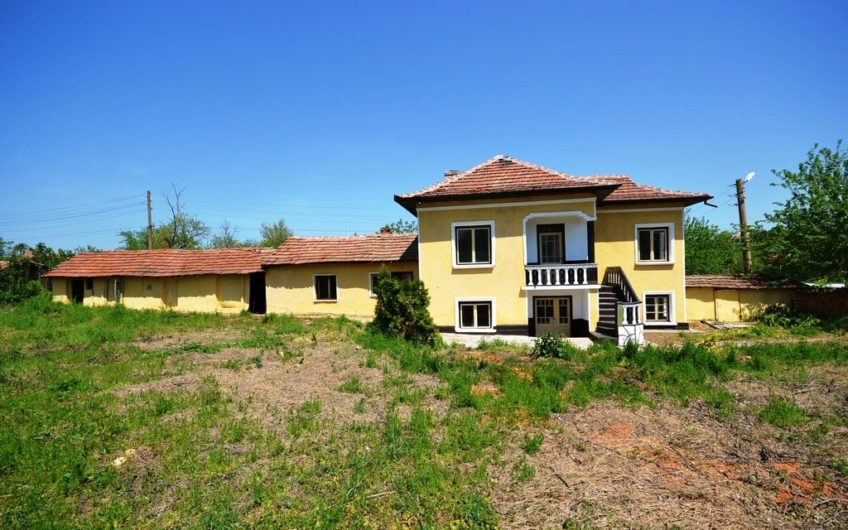 LOVELY HOUSE – GREAT LOCATION AND BIG PLOT OF LAND