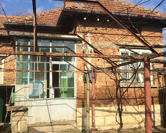 MASSIVE RURAL HOUSE WITH TRADITIONAL BULGARIAN WOODEN TAVERN