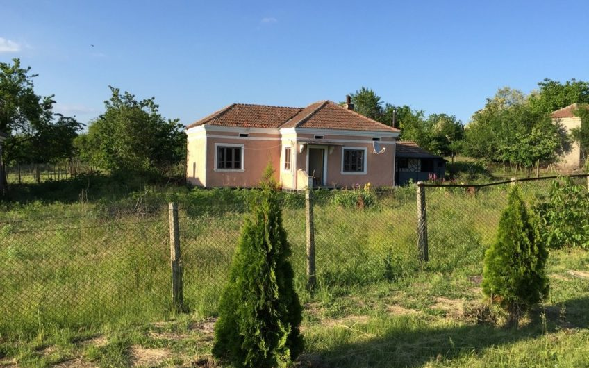 CHARMING BULGARIAN HOUSE IN THE VILLAGE OF ZMEEVO