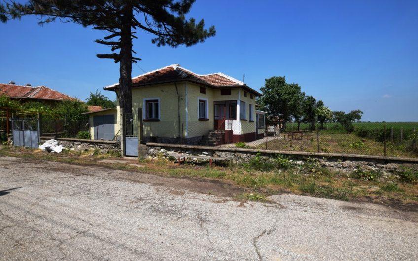 BEAUTIFUL RURAL HOUSE IN THE GREAT VILLAGE OF LYUBENOVO