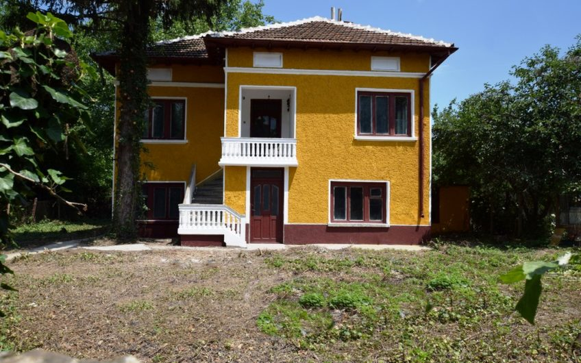 SUPERB 2-STOREY HOUSE IN GREEN AREA