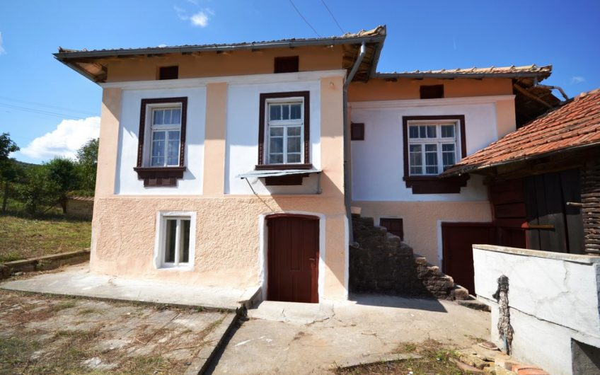 SPACIOUS 2-storey Bulgarian property