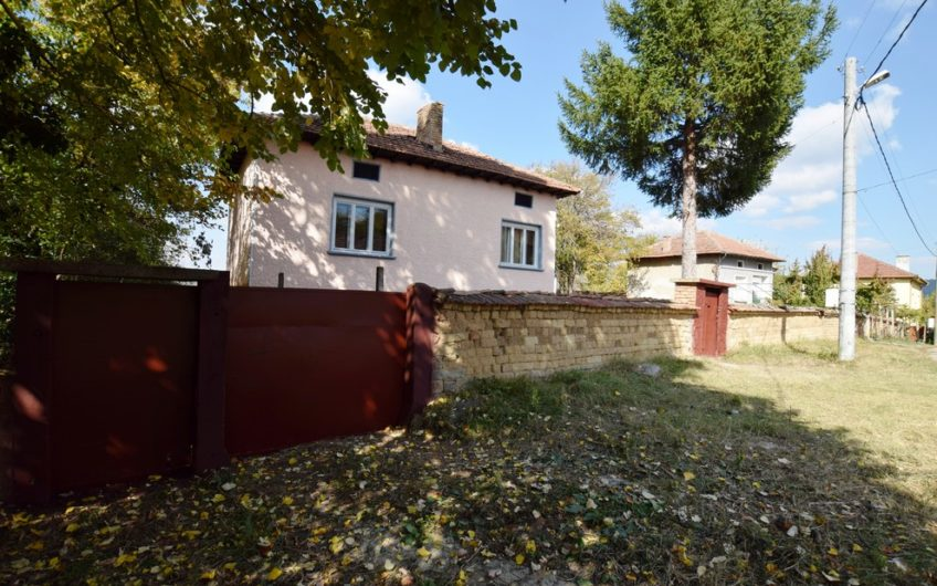 AMAZING PROPERTY WITH INTERNAL STAIRCASE – PERFECT LOCATION