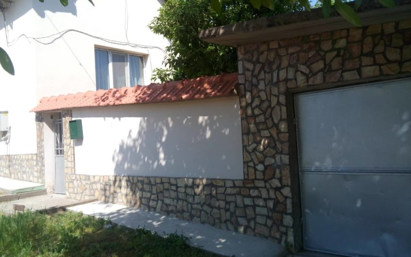 GREAT ONE-STOREY HOUSE WITH VINES IN KNEZHA