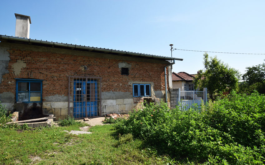 SUNNY & VERY TRADITIONAL BULGARIAN HOUSE AT SUPERB LOCATION!!