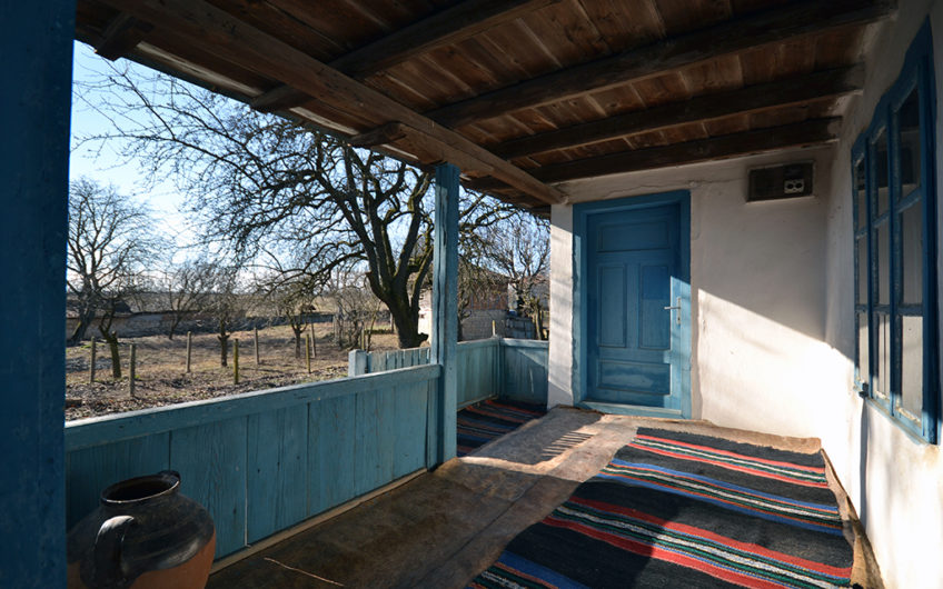 SUNNY & VERY TRADITIONAL HOUSE – ONLY 75 MINUTES DRIVE TO THE COAST