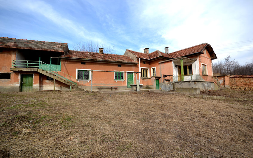 HONOUR HOUSE – TRADITIONAL BULGARIAN HOUSE WITH A BIG PLOT OF LAND