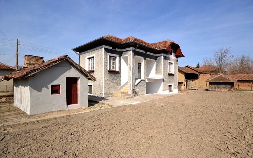 SUPERB 2-STOREY HOUSE WITH VERY NICE SPACIOUS GARDEN