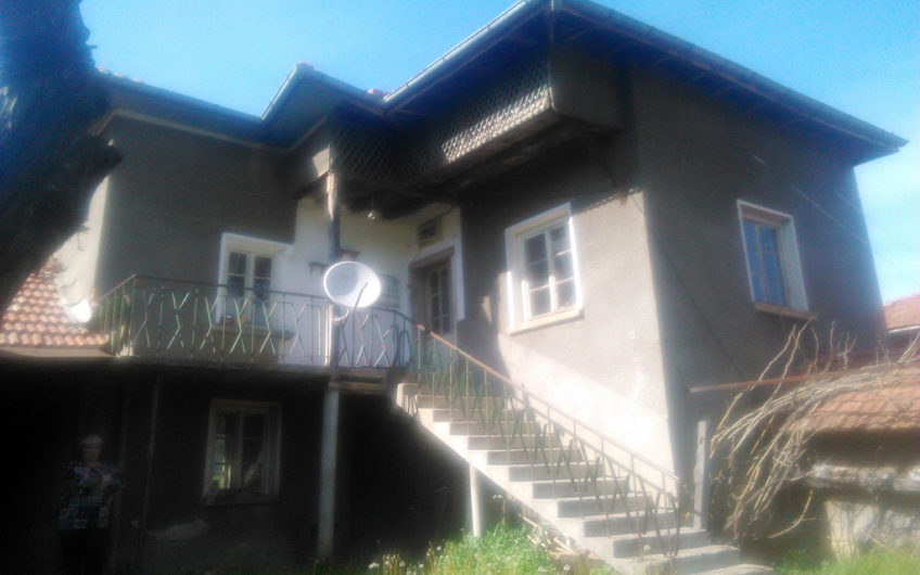 MASSIVE 2-STOREY HOUSE IN PEACEFUL VILLAGE