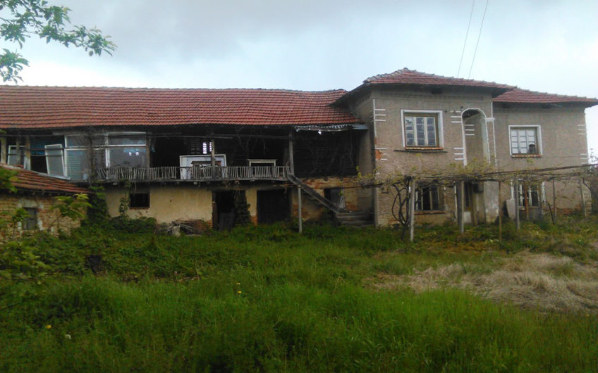 SOLID 2-STOREY HOUSE WITH A BIG LOOKING OUTBUILDING