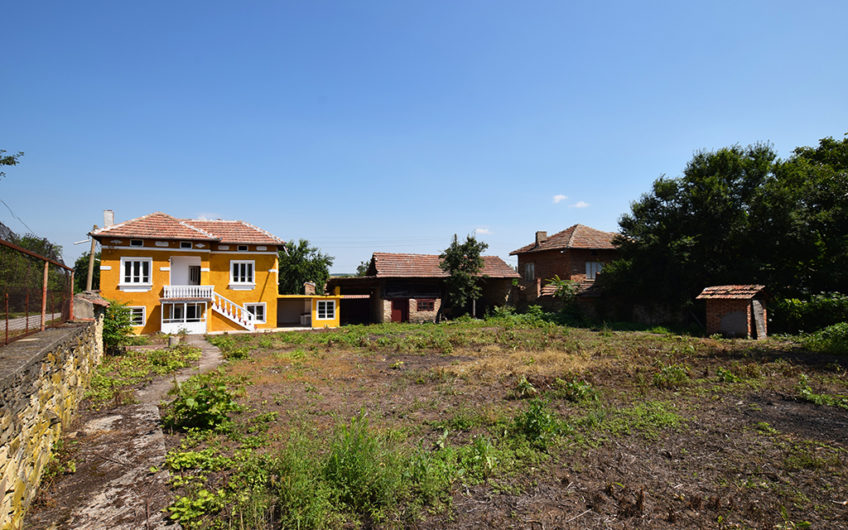 LOVELY 2-STOREY HOUSE WITH BIG GARDEN!!