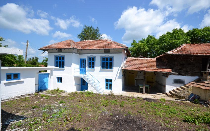 GREEK HOUSE!! MARVELLOUS 2-STOREY HOUSE!!