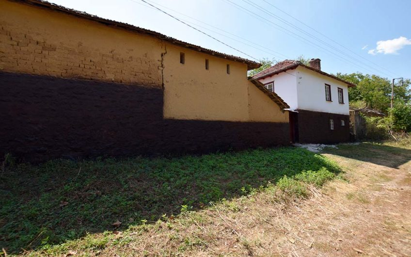 TRADITIONAL BULGARIAN 2-STOREY HOUSE!!