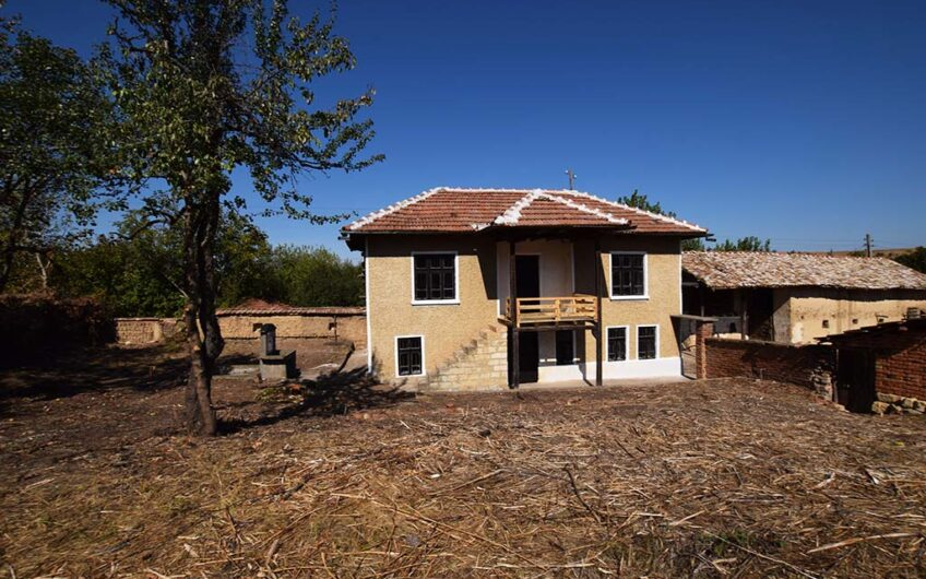 TRADITIONAL BULGARIAN PROPERTY!! BIG PLOT OF LAND!!