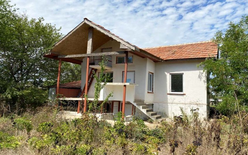 3-STOREY HOUSE-ONLY 3 MILES FROM THE BEACH!!!