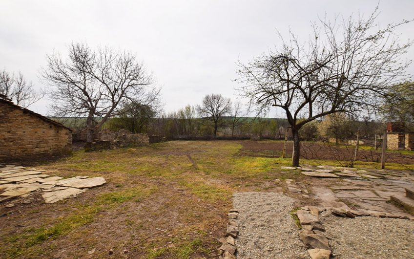 NICE PROPERTY WITH A PERFECT LOCATION!! BIG PLOT OF LAND!!